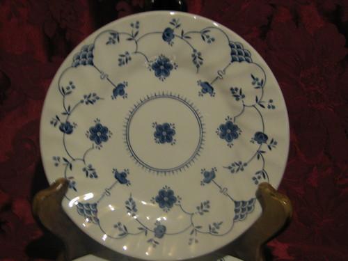 "Churchill, Finlandia  10"" Dinner Plate, Stratfordshire England"