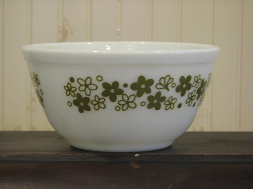 Pyrex 1.5Qt Mixing Bowl, Green Crazy Daisy Flower Pattern #402