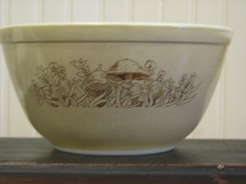 Pyrex 750 ml #401 Mixing Bowls, Forest Fancies Pattern