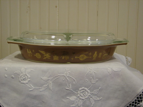 Pyrex, Divided Vegetable Dish w/Clear Cover, 1.5Qt, Early American