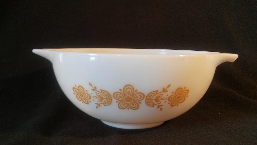 Pyrex, Tab Handle Mixing Bowl 2 1/2 qt, Golden Butterfly Pattern