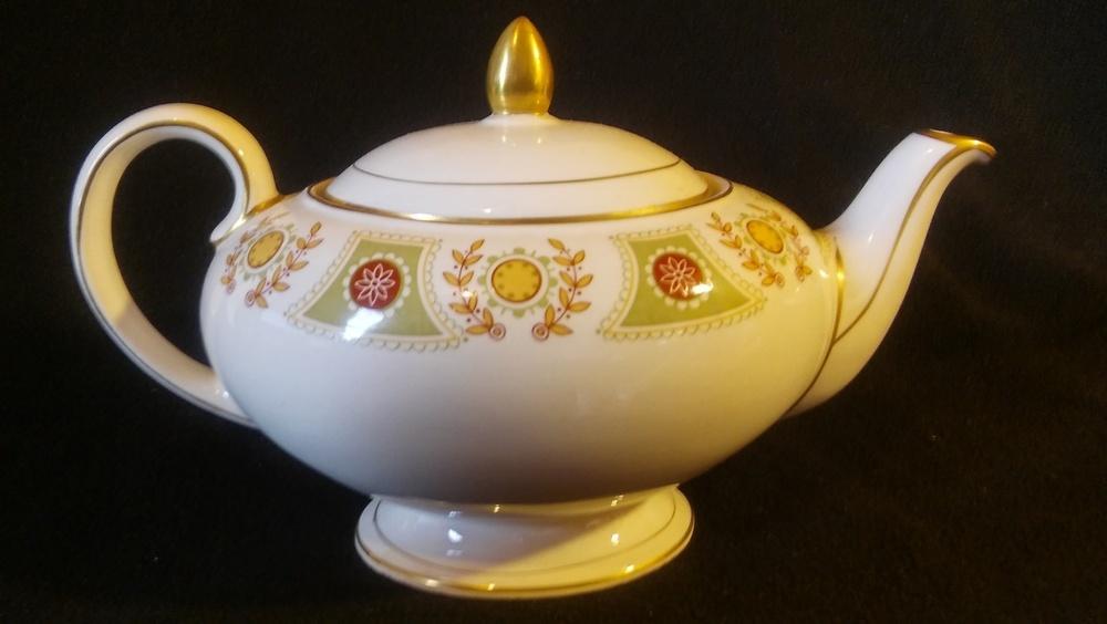 Sadler Of England, Tea Pot With Lid, Gold Trim