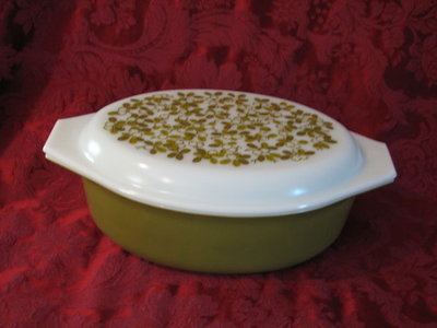 Pyrex 2.5 Quart Oval Casserole Covered