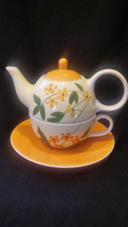 HuesNbrews Stacked Cup, Tea Pot & Saucer, Floral Design