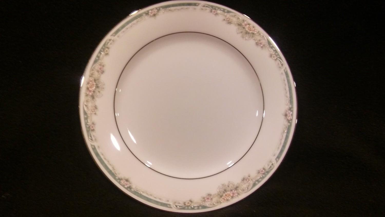 "Legendary by Noritake, Salad Plate 8 1/4"", Enhancement Pattern 4035"