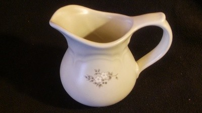 Pfaltzgraff USA, Creamer, Heirloom Pattern