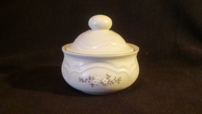 Pfaltzgraff USA, Sugar With Lid, Heirloom Pattern