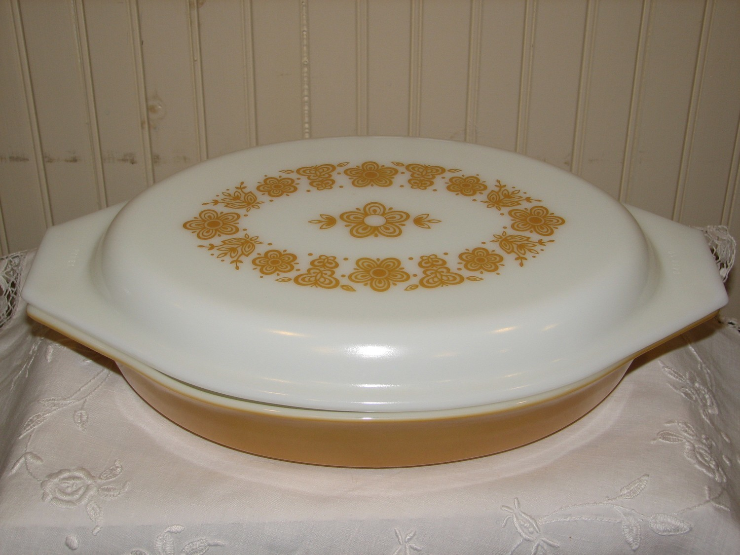 Pyrex, Divided Vegetable Dish W/Cover, 1Qt, Butterfly Gold Pattern