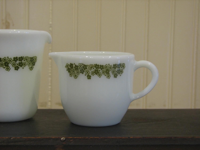 Pyrex  - Creamer, #722, Green Crazy Daisy Flower Pattern