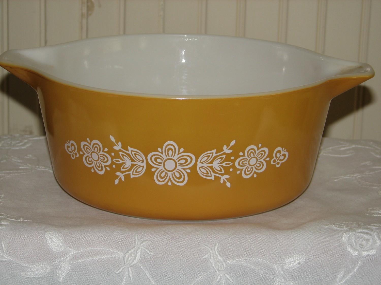 Pyrex 2-Casserole Nesting Bowls, 475-B 2.5qt Butterfly Gold