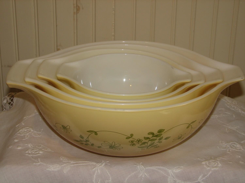 Vintage Pyrex 4 Cinderella Nesting Bowls, W/Tabs, Shenandoah Pattern