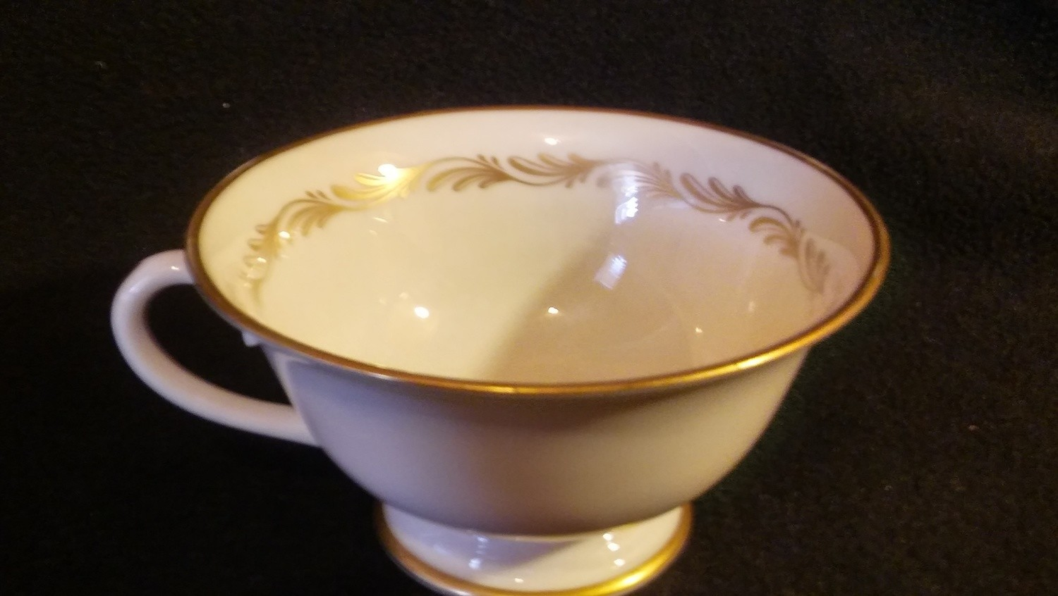 Tiffany Footed Coffee Cup, Arcadia Gold Wreath type design