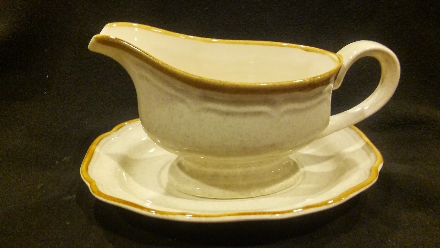 Mikasa Garden Club, Footed Gravy Boat with Underplate, Pattern EC400