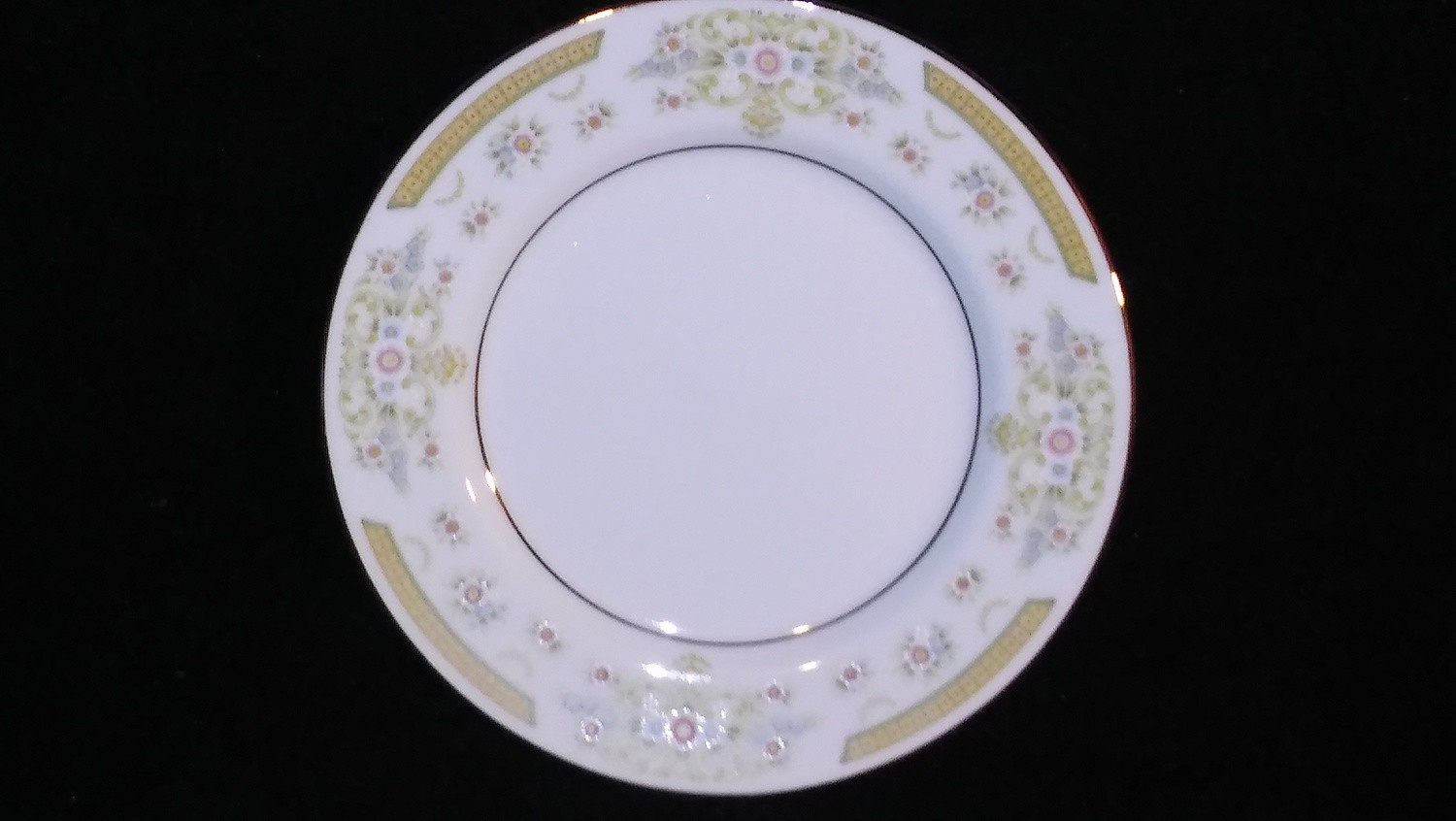 """Signature Collection, Bread & Butter Plate 6 3/8"""", Coronet Pattern #117"""