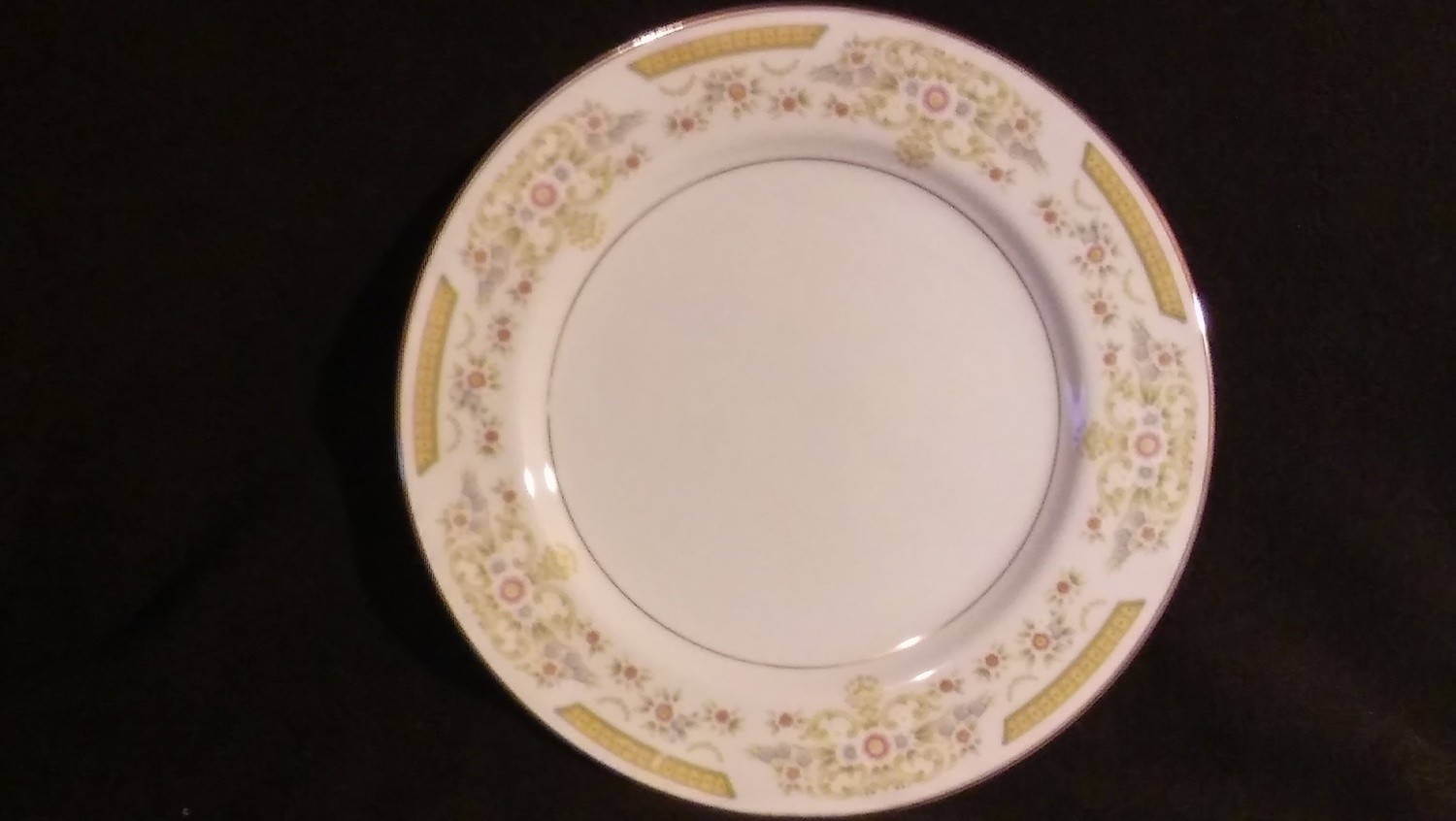 """Signature Collection, Dinner Plate 10 1/2"""", Coronet Pattern #117"""