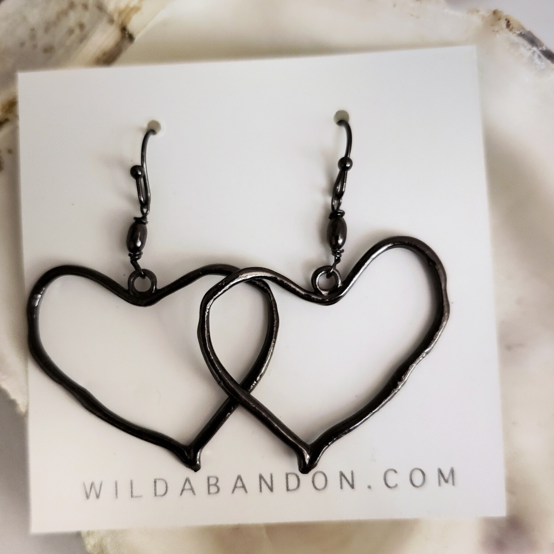 Wild Abandon Dangly Heart Earrings - Black
