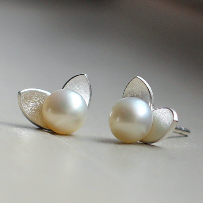 Örhänge med pärla