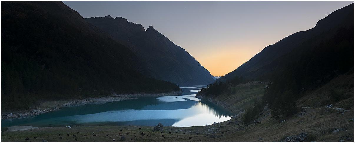 Lago di Place-Moulin al tramonto