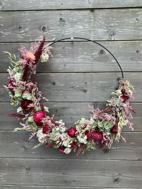 Ring met droogbloemen roos/bordeaux/groen