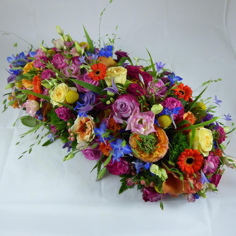 Bloemstuk langwerpig kleurrijk met veldbloemen