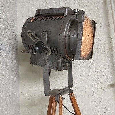 Oude industriële statief lamp
