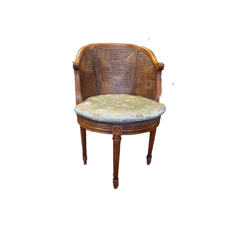 This Louis XVI office chair