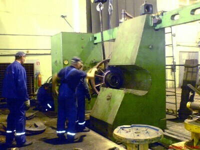 1 - USED 700 TON PRESSMASH HYDRAULIC WHEEL PRESS