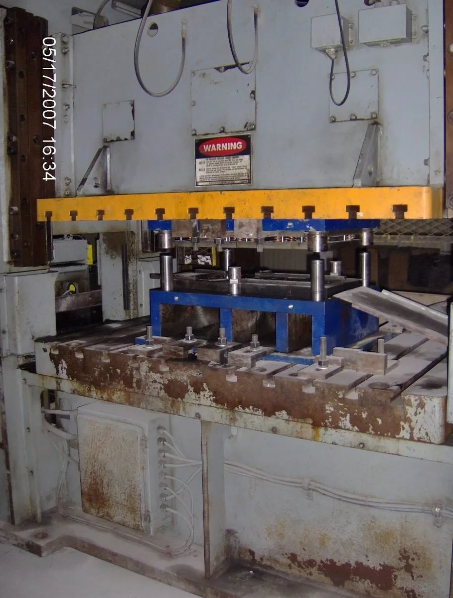 1 – USED 220 TON NIAGARA SSDE POWER PRESS