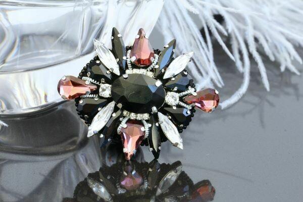 Brooch-order with crystals