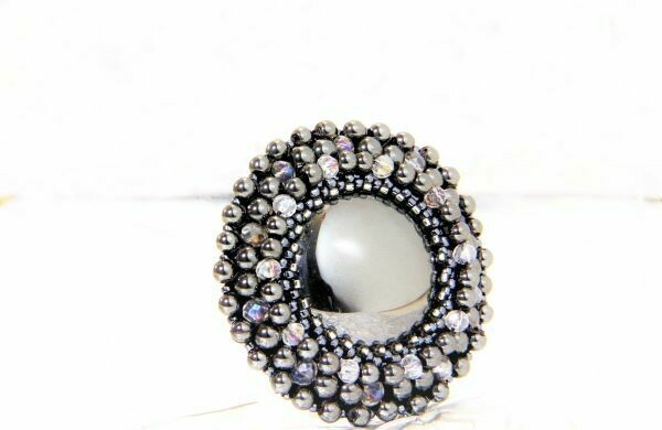 "​Brooch with hematite ""Nero"""