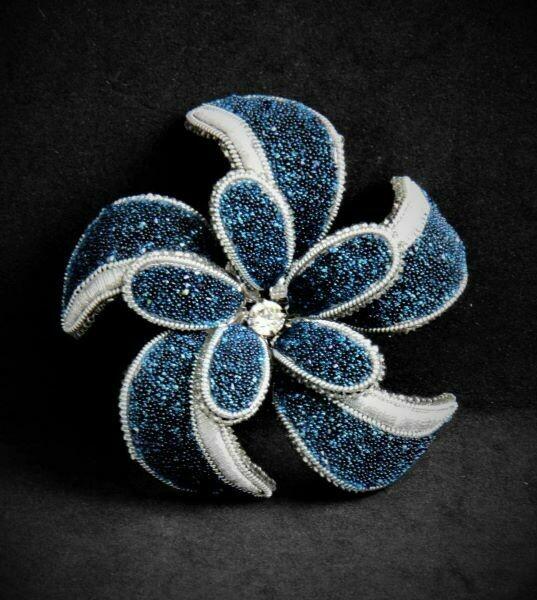 "Brooch with Swarovski crystals ""Laura"""