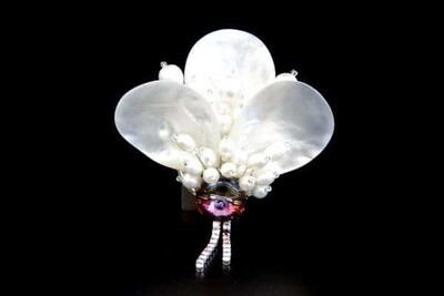 Brooch with natural pearls
