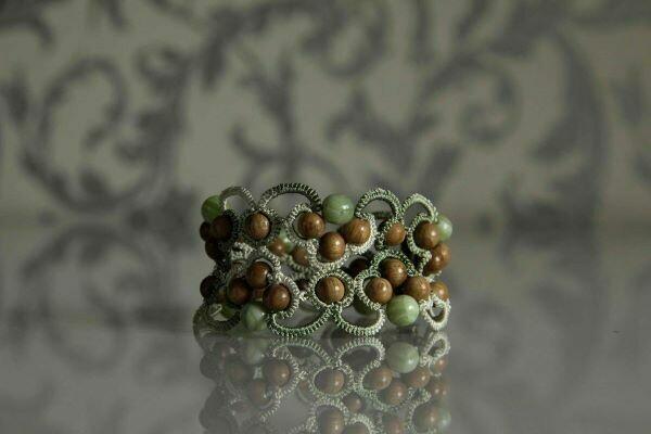 The lace bracelet