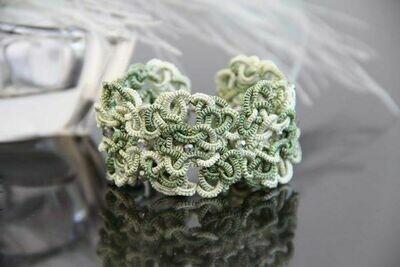 "Handmade lace bracelet ""Diana"""