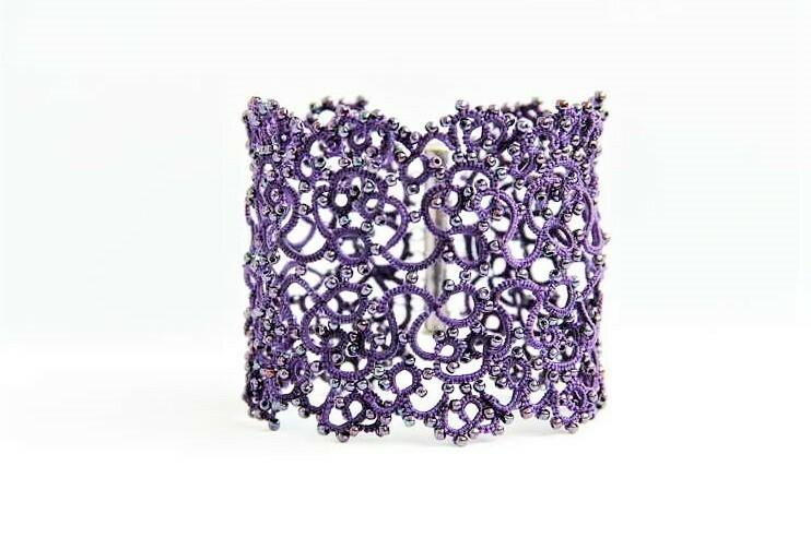 "Wide lace bracelet ""Violet"""