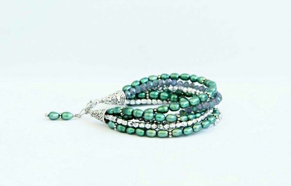 "Bracelet with natural pearls ""Drops of Malachite"""