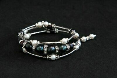 """Bracelet with natural pearls """"Black and White"""""""