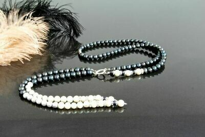 Sautoir (necklace) with natural pearls