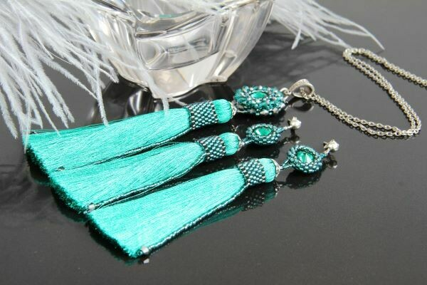"The ""Duchess-Emerald"" jewelry set"
