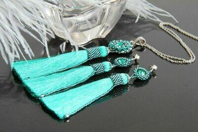 """Duchess-Emerald"" jewelry set"