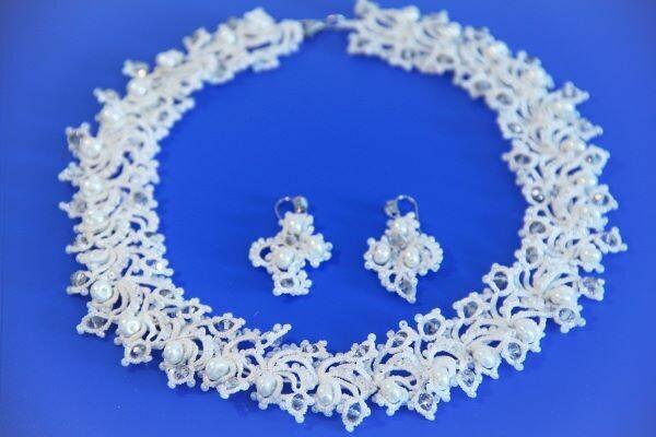 Set of lace jewelry