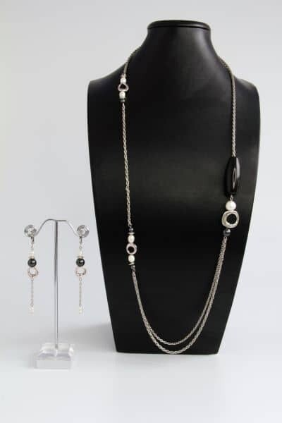 Jewelry set with natural pearls