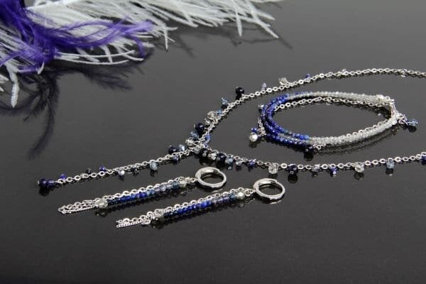 Jewelry set with natural stones