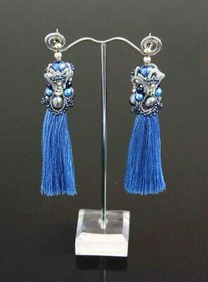 Tassel earrings with pearls