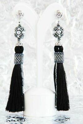 Earrings-tassels with pearls