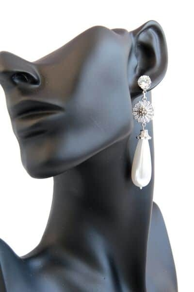 Earrings with pearls