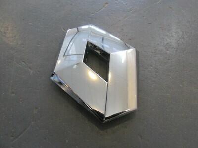 На дверь багажника. Оригинал Renault Sandero 2009> (новая)