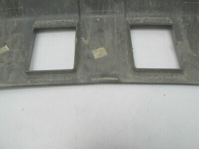 Царапины. См. фото. Дефект двух креплений.Отремонтирован небольшой дефект. Captiva 2006> (б/у)