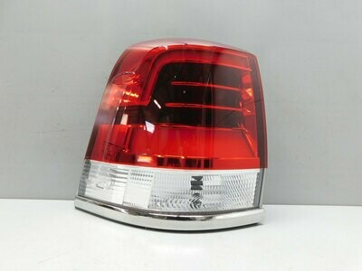 Рестайлинг с 2015г. LED. Отремонтирован незначительный дефект на направляющей. См. фото. Land Cruiser (200) 2008> (б/у)