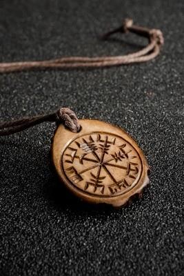Vegvisir Compass Pendant with Algiz Rune, Wayfinder, Runic Pagan Compass, Antlers Hand-Carved